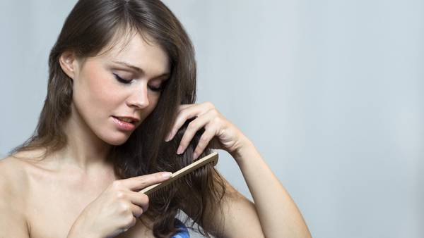 La terapia láser capilar es muy utilizada para combatir la caida del cabello