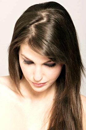 Las máscaras para los cabellos con el aceite de ricino y la tintura de la caléndula